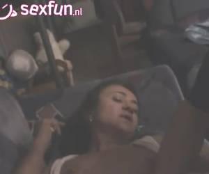 Amateur maakt een privefilmpje voor haar vriend op de webcam